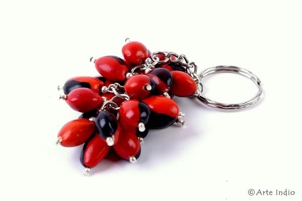 Schlüsselanhänger aus Huayruro-Samen