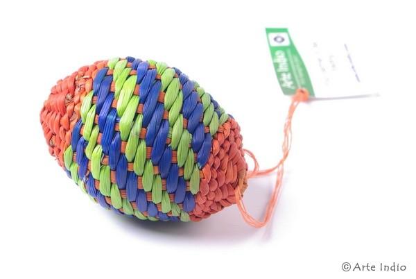 Ei aus Binsen. Rot, grün, blau